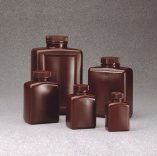 Bottiglie rettangolari in PE-HD ambrato, con tappo